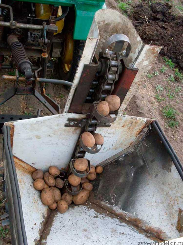 посадка картофеля самодельной сажалкой